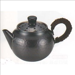 [新光金属株式会社] No.174867 / 純銅黒銅仕上げ 透かし彫り冷茶ポット(後手)